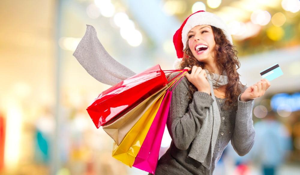 Kvinde på juleshopping, som også kan være hyggeligt med den rette indstilling